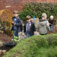 'Free range' children? - seven tips for successful garden play