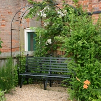 Arbours and Pergolas in the garden- 7 top tips