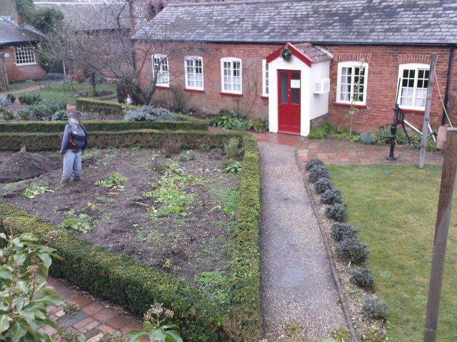 Cottage garden recreates 1930 s at norfolk museum old for Garden design 1930
