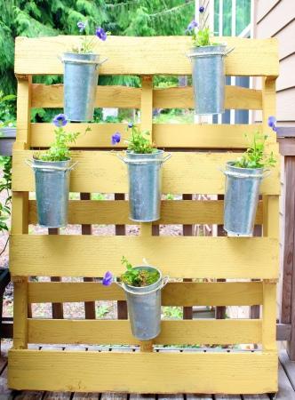 hanging-pallet-garden