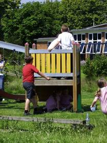 School- multi play unit