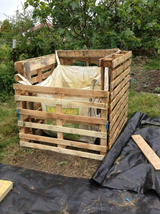 A compost bin made out of pallets by Katherine Jacobs. The front fits snuggly into the sides and is removable. Kathereien isn't sure abotu the bag- itm was suggested as a way of keeping the compost warm and preventing 'too much' air getting in- I'm not convinced its a benefit.