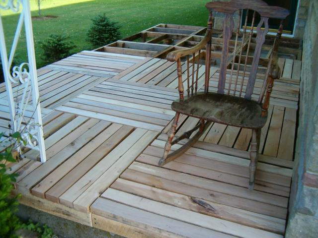 Pallets plus more examples of recycled wood in the for Garden decking examples