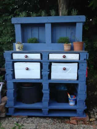 Potting bench from pallets by Nicole Koller