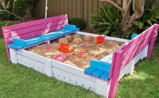 Sandpit made out of pallets http://bit.ly/16RX7Ve