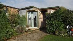 Pallet garden room