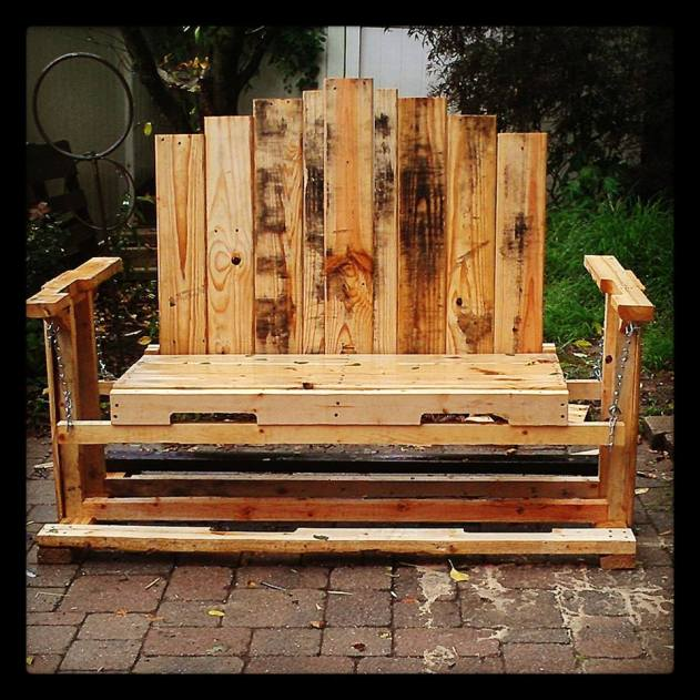 swinging bench from pallets
