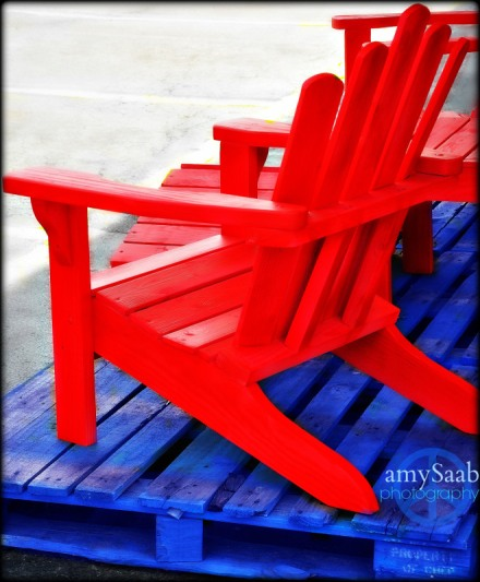 Pallet chair and platform- vibrant...