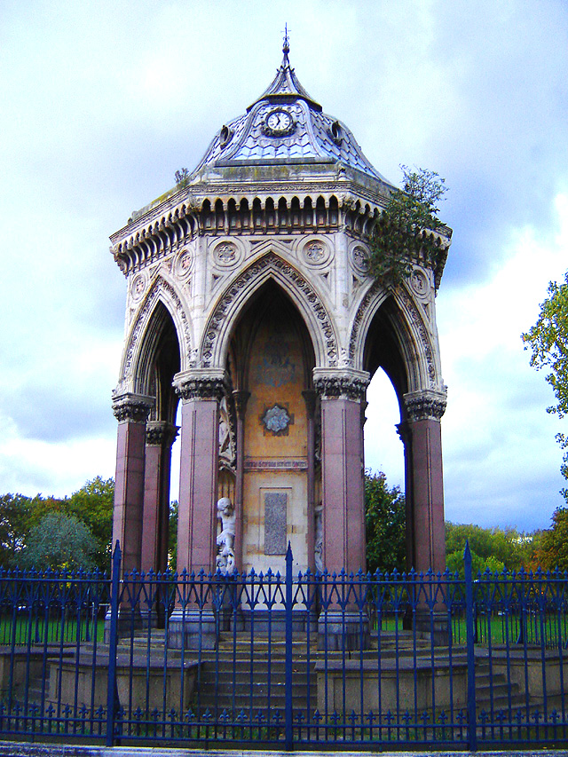 Victoria_park_fountain_1