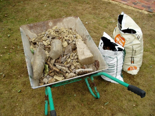 how to get rid of wasps in garden soil