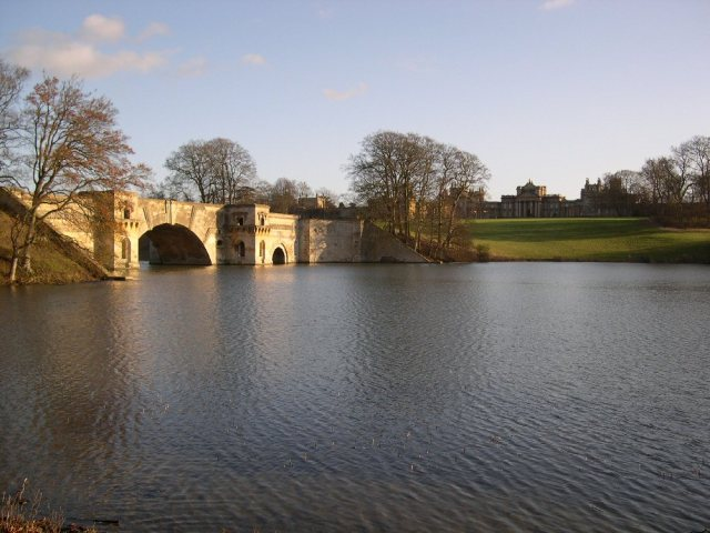 Blenheim Palace Grand Bridge by Boddah at English Wikipedia
