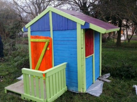 1001pallets.com-cabane-de-jardin-pour-enfants-children-play-house-its-making-of-2-600x450