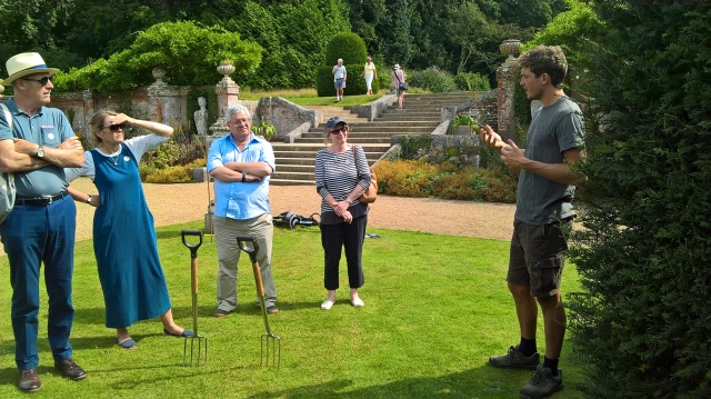 Gardener Ed explaining his approach to 'playing the piano'...